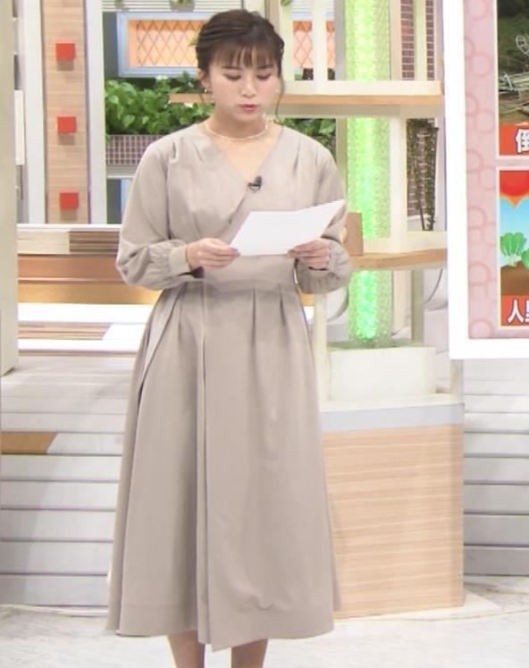 山本雪乃アナ お辞儀で胸元チラキャプ・エロ画像5