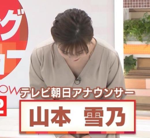 山本雪乃アナ お辞儀で胸元チラキャプ画像(エロ・アイコラ画像)
