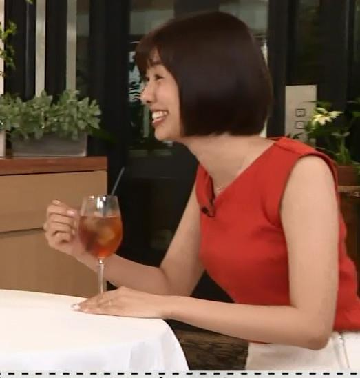 山崎夕貴アナ エロいお尻と横乳キャプ・エロ画像3