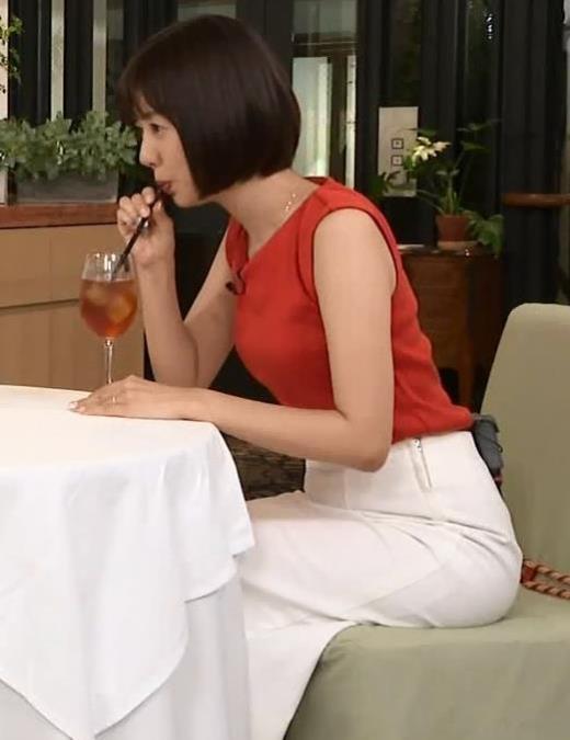 山崎夕貴アナ エロいお尻と横乳キャプ画像(エロ・アイコラ画像)