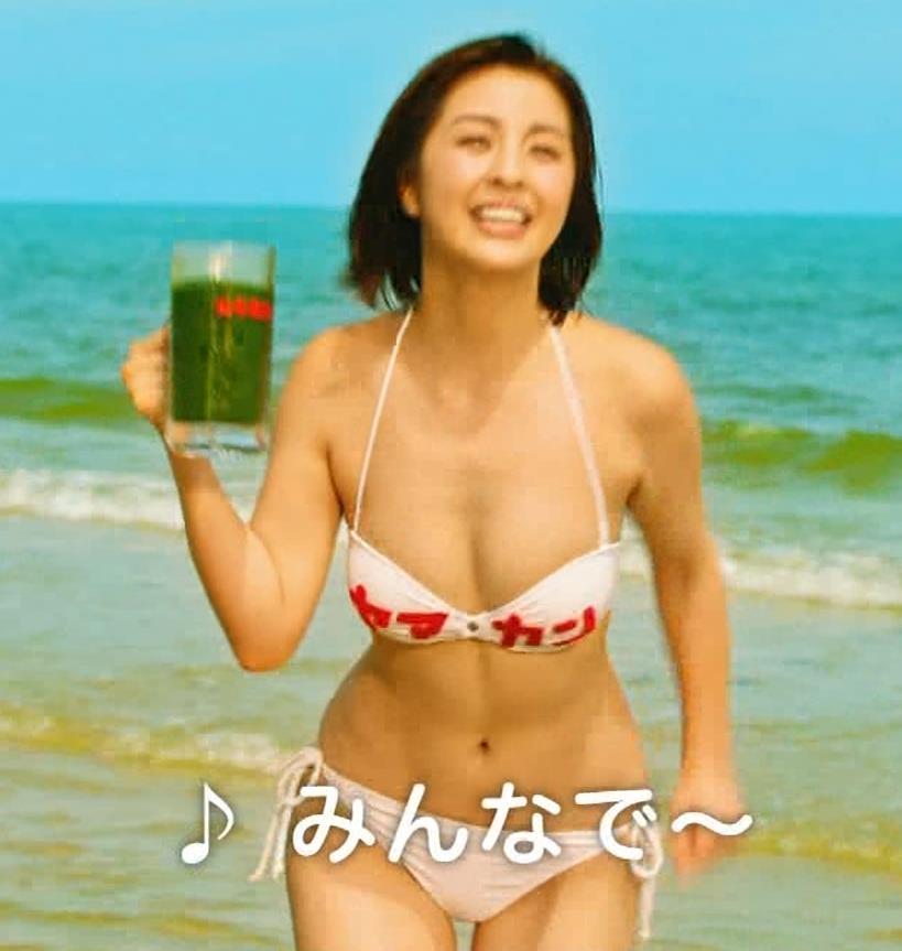 柳ゆり菜 ビキニの健康食品CMがぶっ飛んでてエロ過ぎキャプ・エロ画像13