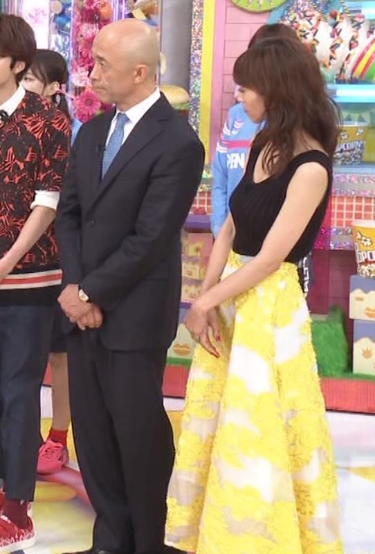 安田美沙子 露出度高いノースリーブ。垂れてそうなおっぱいキャプ・エロ画像2