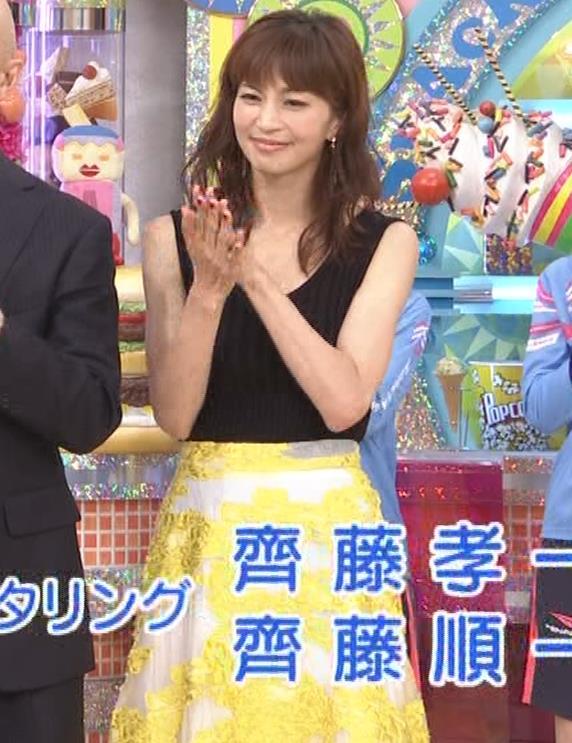 安田美沙子 露出度高いノースリーブ。垂れてそうなおっぱいキャプ・エロ画像11