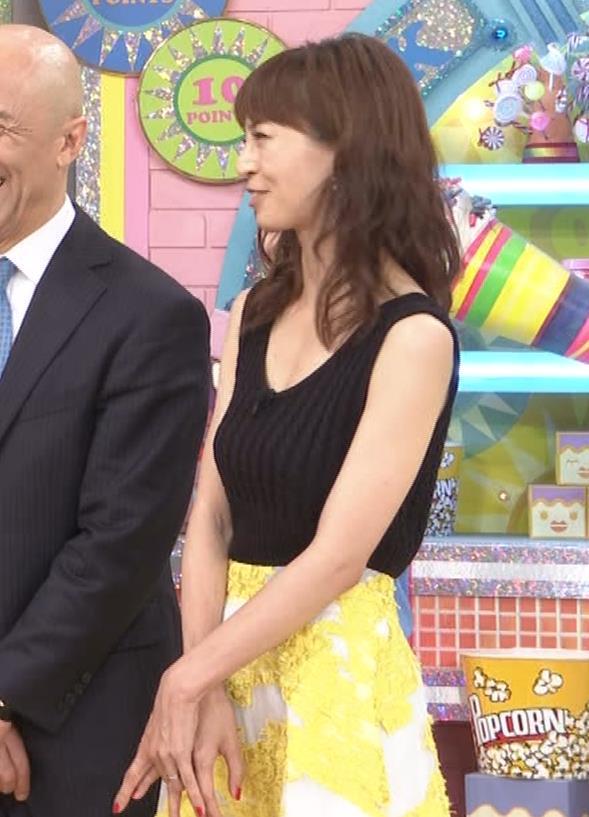 安田美沙子 露出度高いノースリーブ。垂れてそうなおっぱいキャプ・エロ画像4