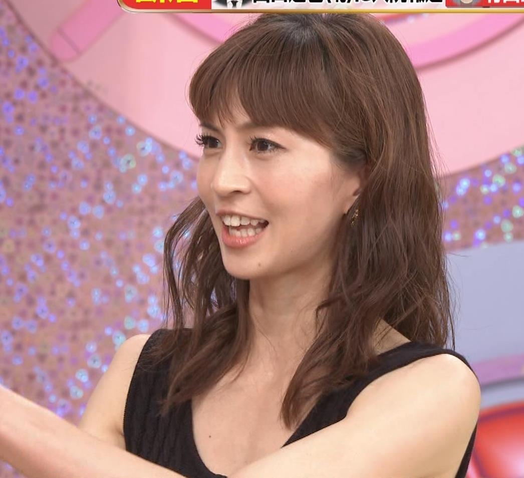 安田美沙子 露出度高いノースリーブ。垂れてそうなおっぱいキャプ・エロ画像7