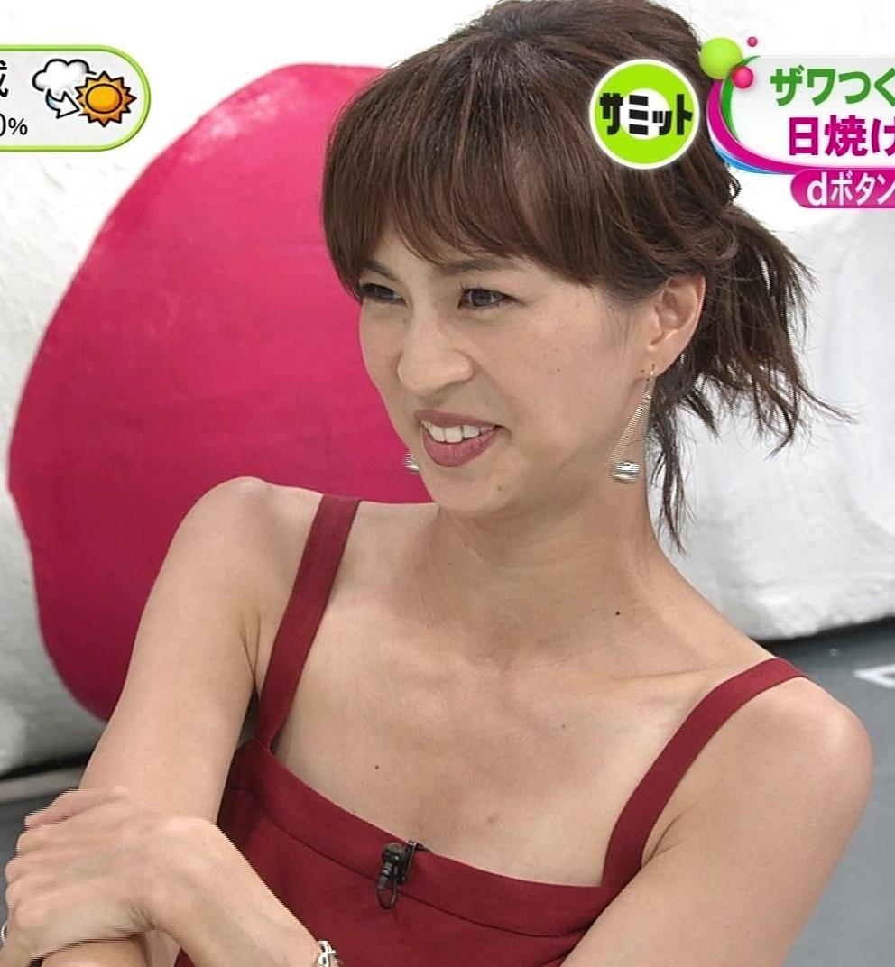 安田美沙子 胸元露出しすぎて日焼けの跡も見えるキャプ・エロ画像2