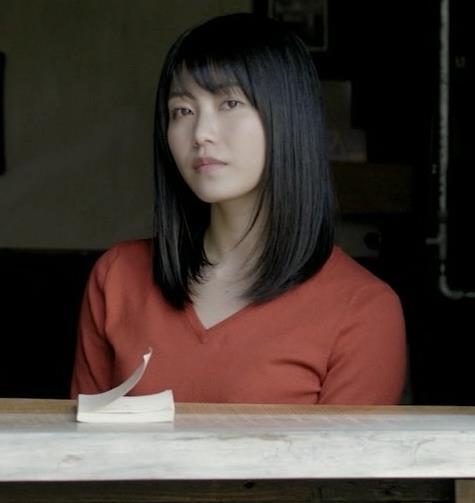 横山由依 美人だけどちょっと寂しいニット乳キャプ・エロ画像