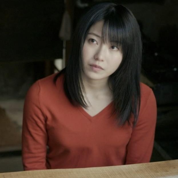 横山由依 美人だけどちょっと寂しいニット乳キャプ・エロ画像4