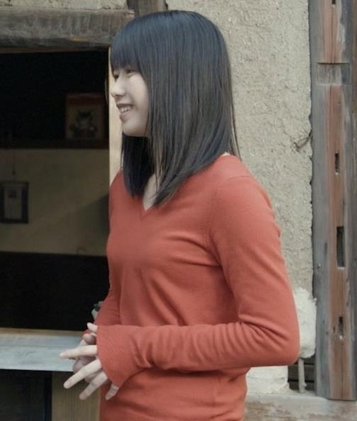 横山由依 美人だけどちょっと寂しいニット乳キャプ・エロ画像6
