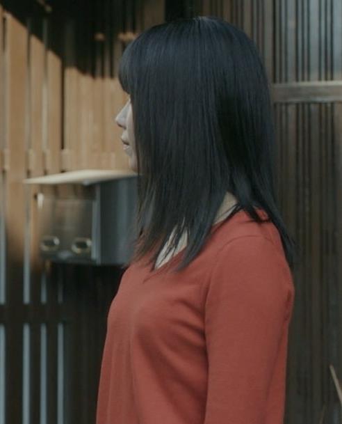 横山由依 美人だけどちょっと寂しいニット乳キャプ・エロ画像7