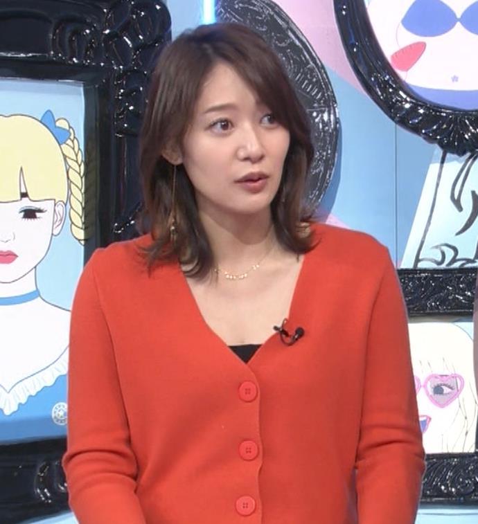 吉田明世アナ 胸元開けめでちょいエロキャプ・エロ画像2