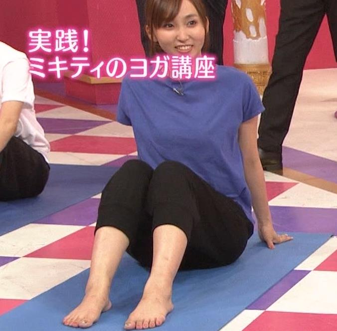 吉木りさ NHKでヨガやってエロいポーズしてるキャプ・エロ画像2