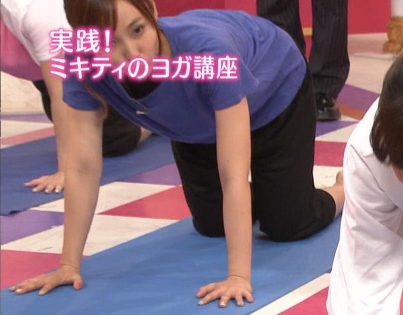 吉木りさ NHKでヨガやってエロいポーズしてるキャプ・エロ画像4
