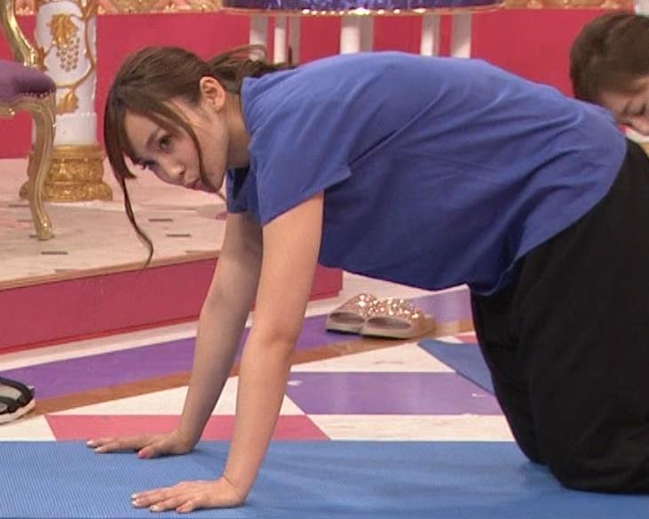 吉木りさ NHKでヨガやってエロいポーズしてるキャプ・エロ画像5