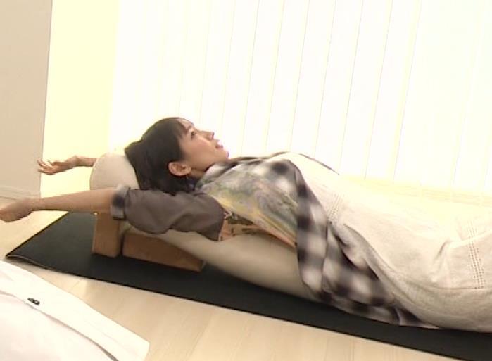 吉岡里帆 寝おっぱいキャプ・エロ画像3