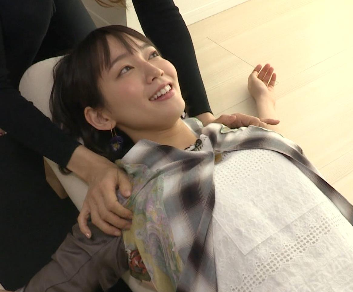 吉岡里帆 寝おっぱいキャプ・エロ画像6