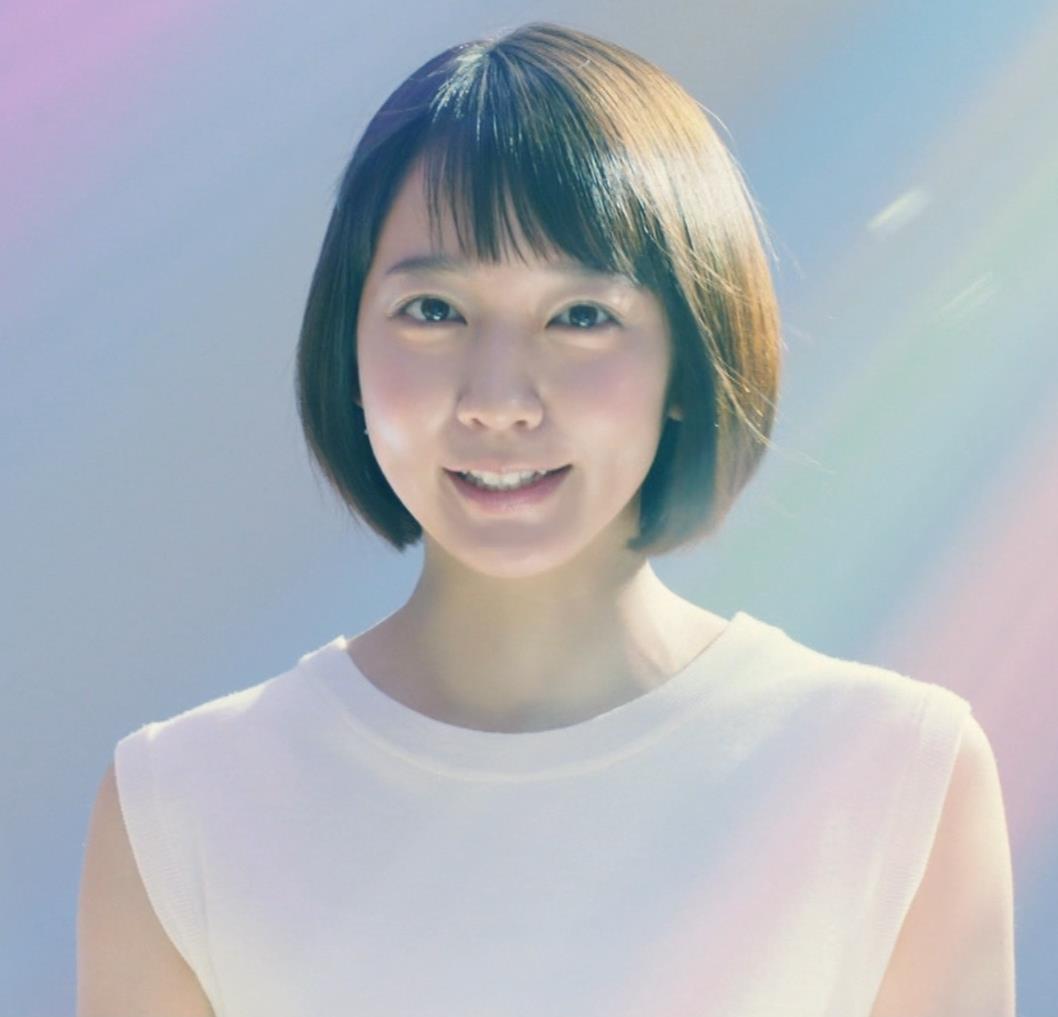 吉岡里帆 横乳がでかくて目立つCMキャプ・エロ画像