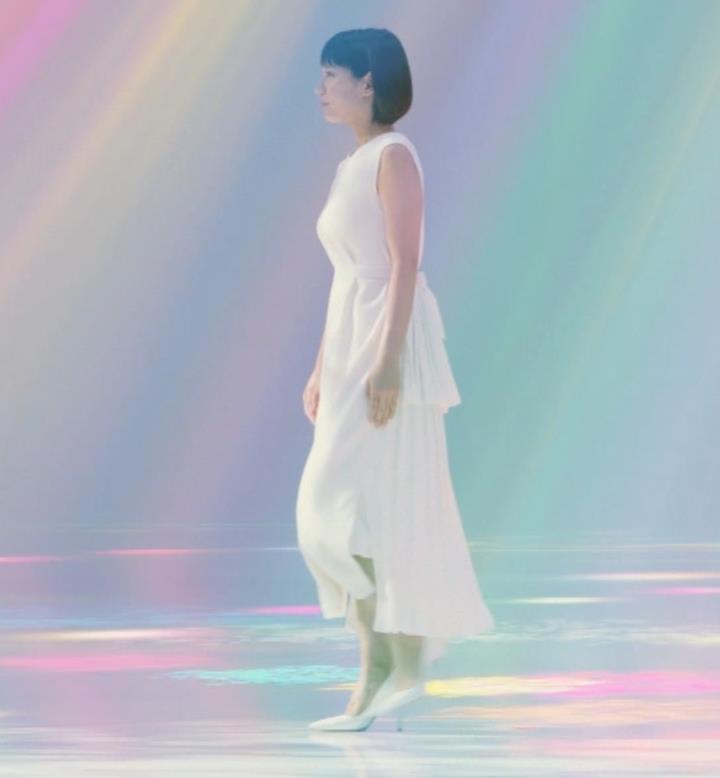 吉岡里帆 横乳がでかくて目立つCMキャプ・エロ画像3