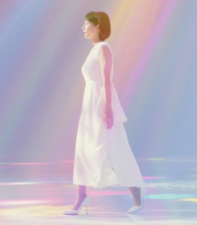 吉岡里帆 横乳がでかくて目立つCMキャプ・エロ画像4
