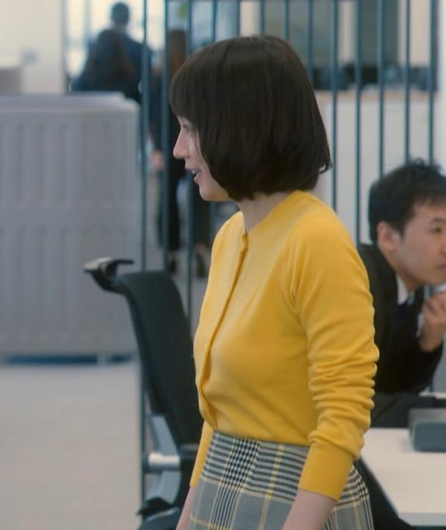 吉岡里帆 乳揺れGIF&キスシーンキャプ・エロ画像