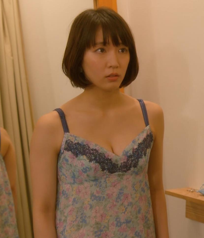 吉岡里帆 (エロドラマ)また下着姿でおっぱいプルプルキャプ・エロ画像