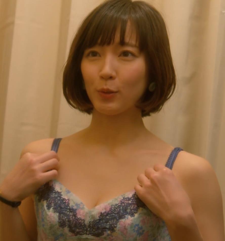 吉岡里帆 (エロドラマ)また下着姿でおっぱいプルプルキャプ・エロ画像2