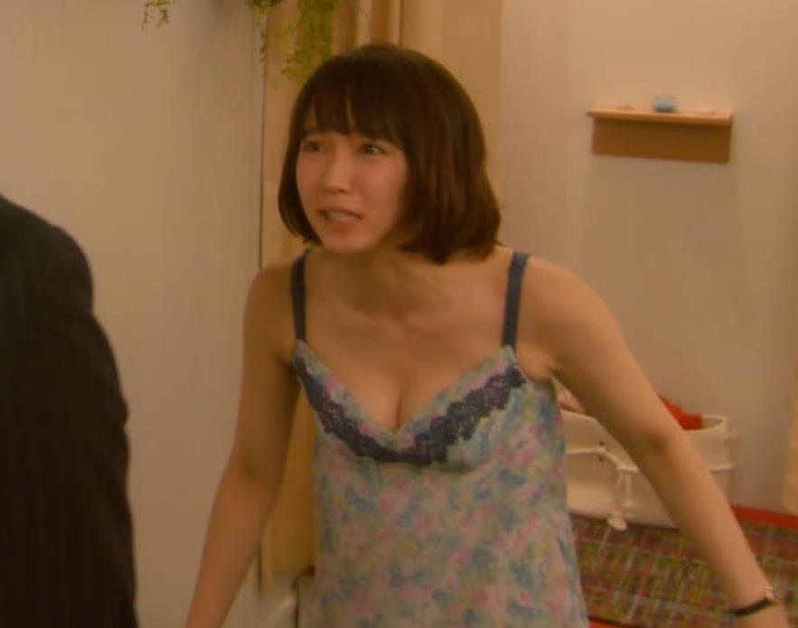 吉岡里帆 (エロドラマ)また下着姿でおっぱいプルプルキャプ・エロ画像12