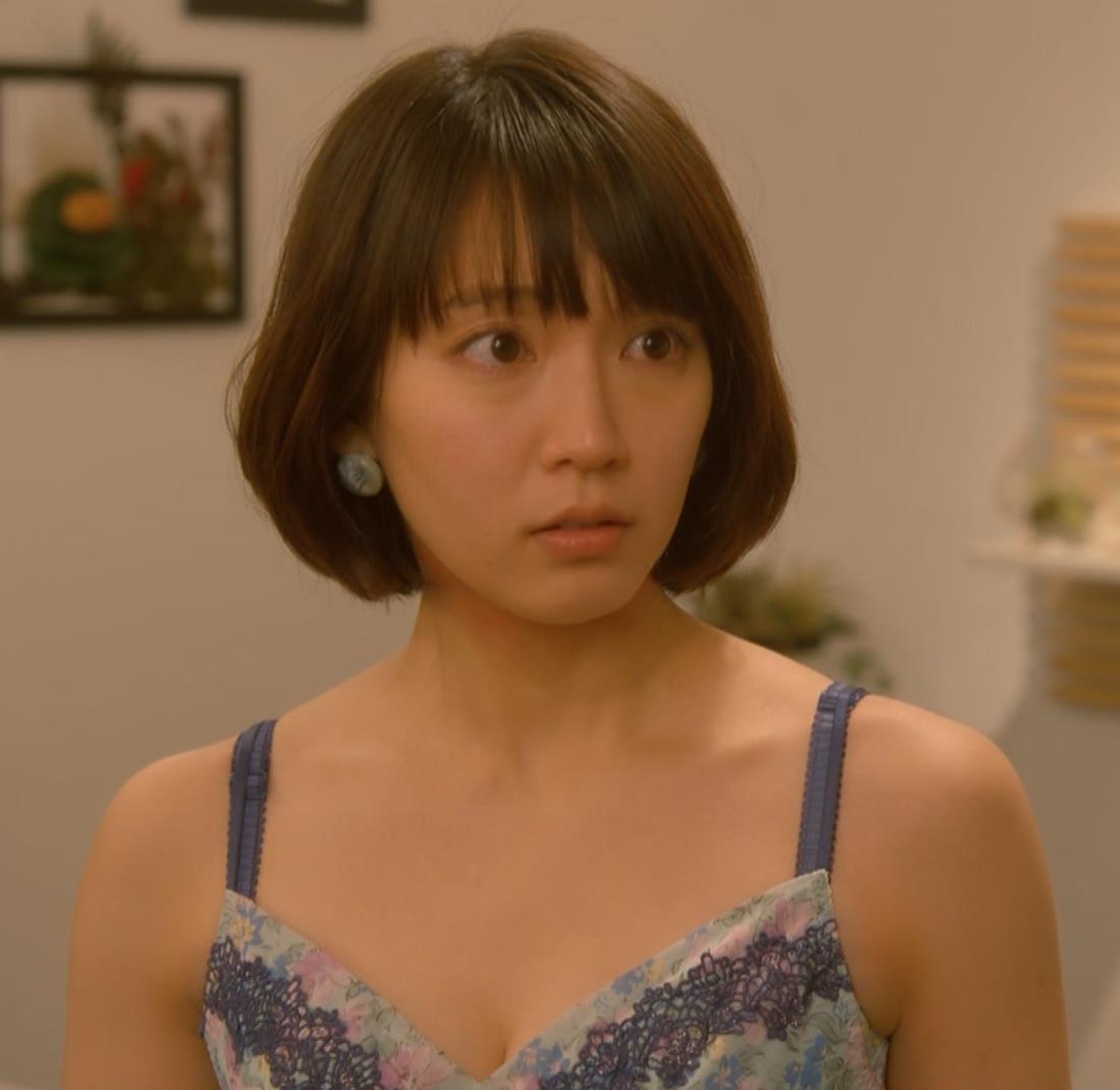 吉岡里帆 (エロドラマ)また下着姿でおっぱいプルプルキャプ・エロ画像15