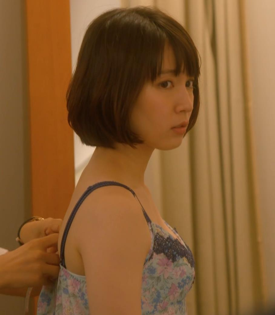 吉岡里帆 (エロドラマ)また下着姿でおっぱいプルプルキャプ・エロ画像5