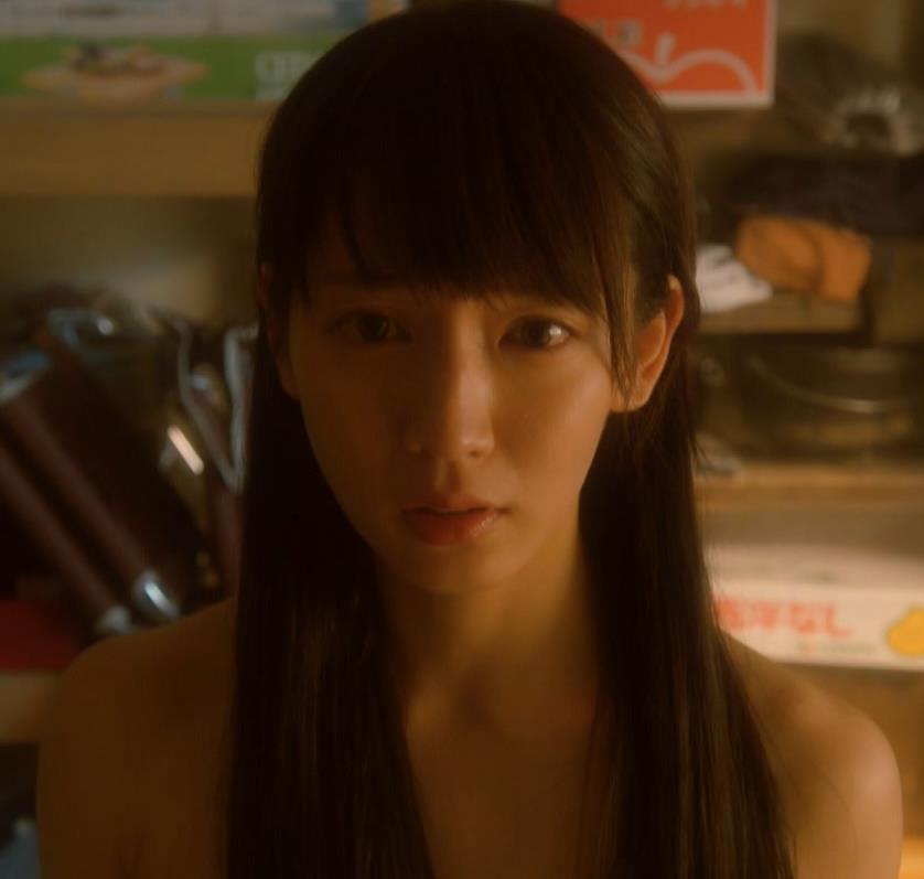 吉岡里帆 ドラマのニットおっぱいエロ過ぎ!裸を男たちに見せるシーンも!!キャプ・エロ画像9