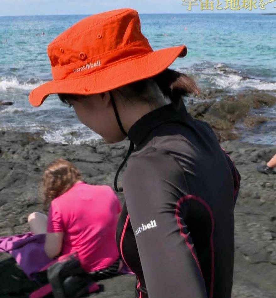 吉岡里帆 BSで水着姿になってたよ[横乳]キャプ・エロ画像9