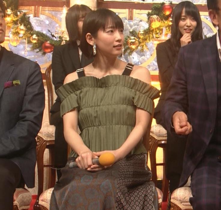 吉岡里帆 肩出し衣装キャプ・エロ画像3