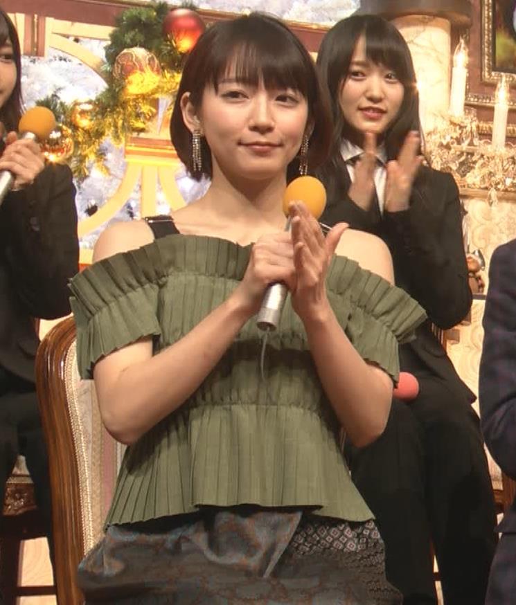 吉岡里帆 肩出し衣装キャプ・エロ画像5