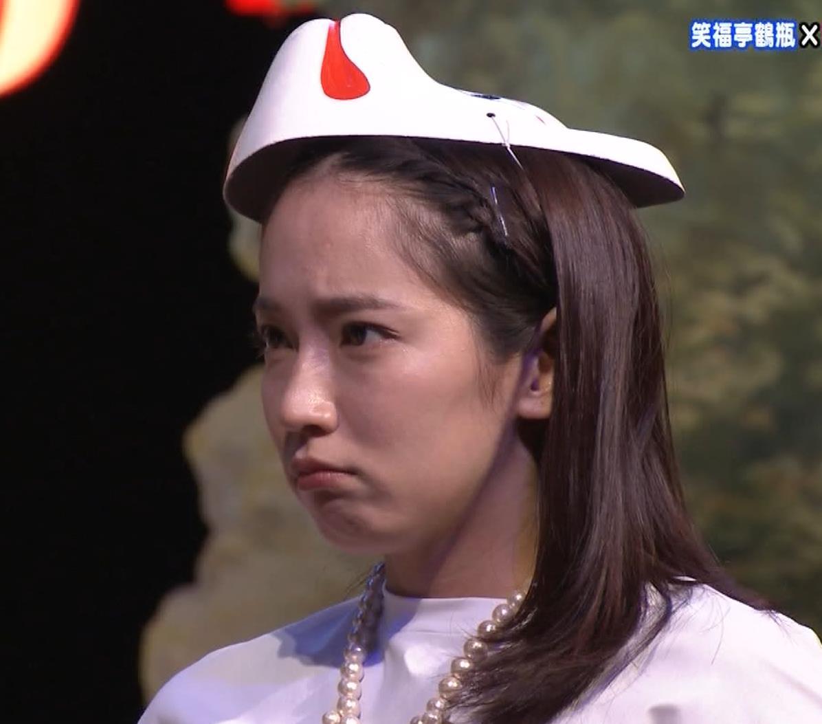 吉岡里帆 自分のおっぱいをつかむキャプ・エロ画像5