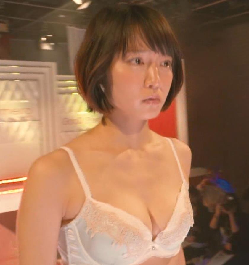 吉岡里帆 (エロドラマ) ブラジャー姿でおっぱいプルプルしている(GIF動画あり)キャプ・エロ画像11