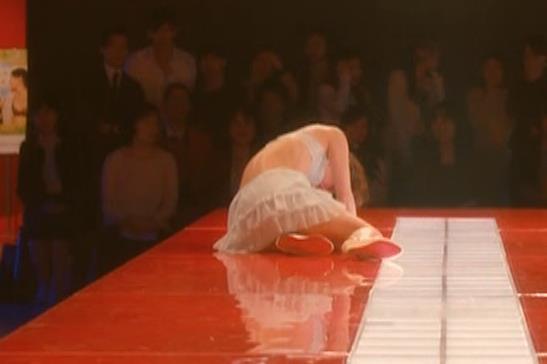 吉岡里帆 (エロドラマ) ブラジャー姿でおっぱいプルプルしている(GIF動画あり)キャプ・エロ画像14