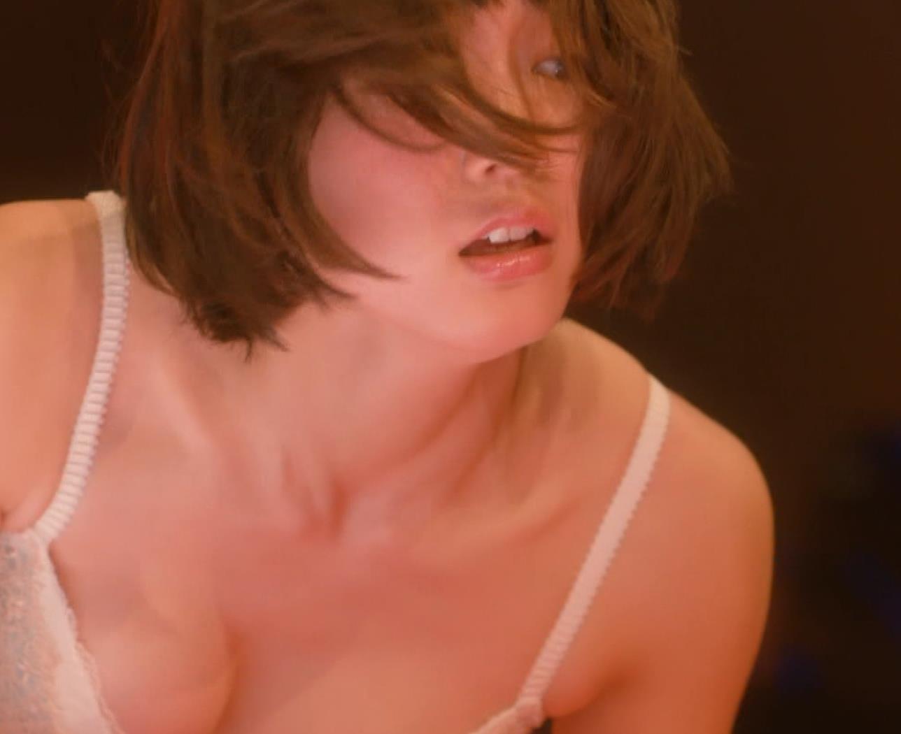 吉岡里帆 (エロドラマ) ブラジャー姿でおっぱいプルプルしている(GIF動画あり)キャプ・エロ画像16