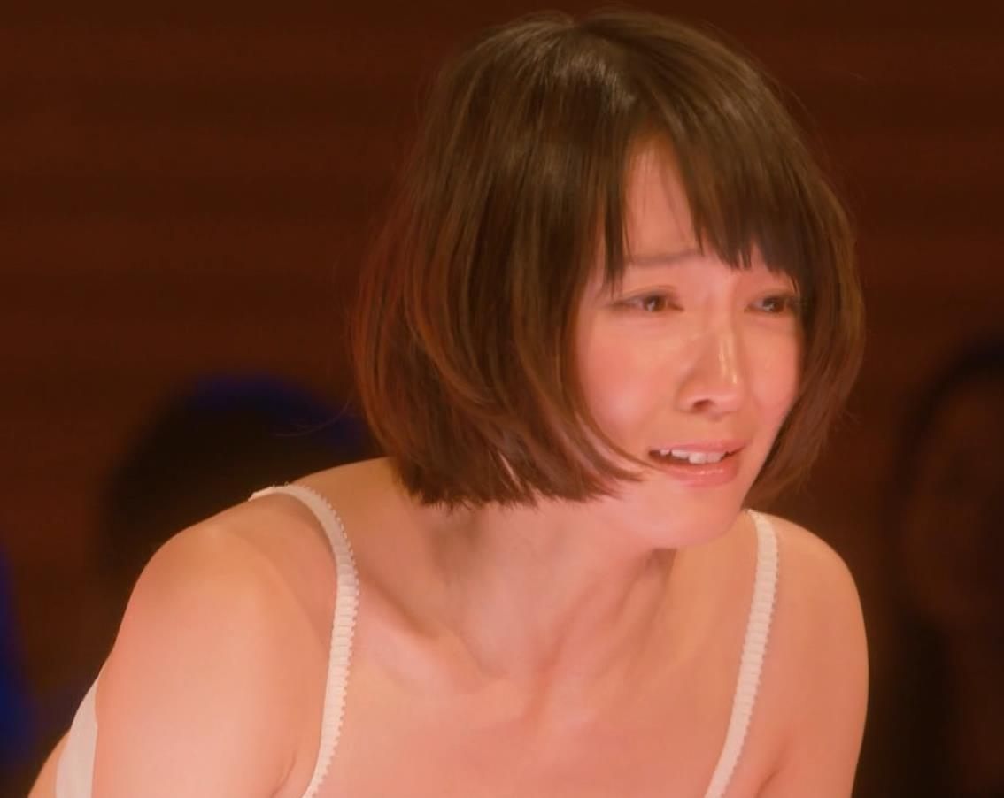 吉岡里帆 (エロドラマ) ブラジャー姿でおっぱいプルプルしている(GIF動画あり)キャプ・エロ画像19