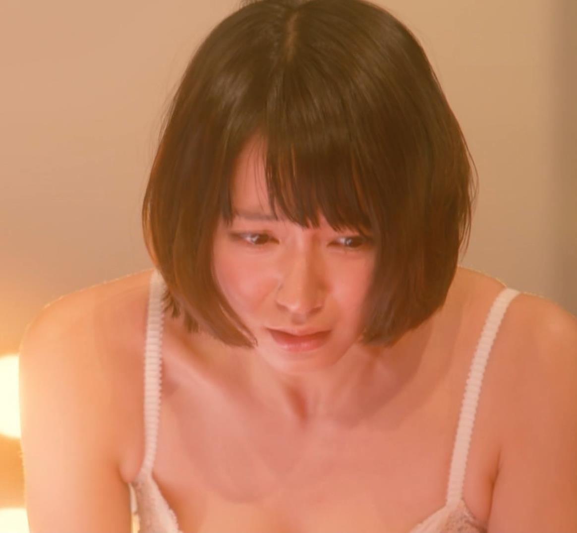 吉岡里帆 (エロドラマ) ブラジャー姿でおっぱいプルプルしている(GIF動画あり)キャプ・エロ画像20