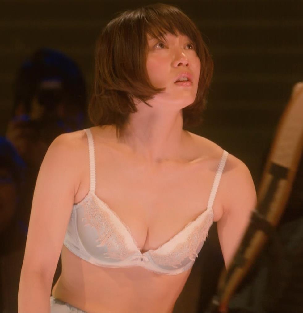 吉岡里帆 (エロドラマ) ブラジャー姿でおっぱいプルプルしている(GIF動画あり)キャプ・エロ画像24