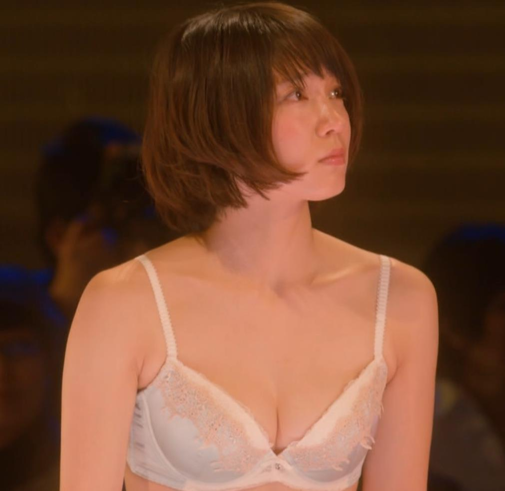 吉岡里帆 (エロドラマ) ブラジャー姿でおっぱいプルプルしている(GIF動画あり)キャプ・エロ画像25