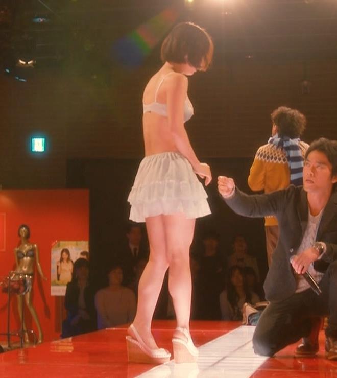 吉岡里帆 (エロドラマ) ブラジャー姿でおっぱいプルプルしている(GIF動画あり)キャプ・エロ画像28