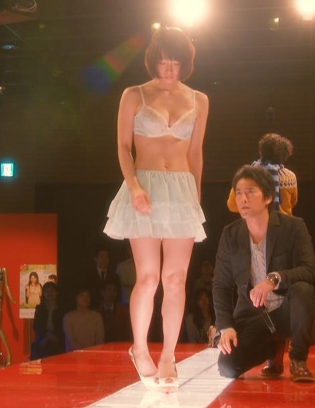 吉岡里帆 (エロドラマ) ブラジャー姿でおっぱいプルプルしている(GIF動画あり)キャプ・エロ画像30