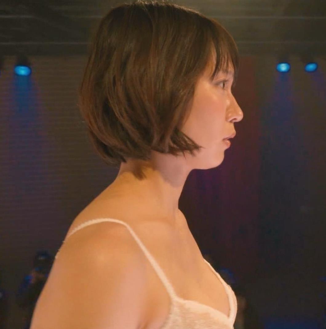 吉岡里帆 (エロドラマ) ブラジャー姿でおっぱいプルプルしている(GIF動画あり)キャプ・エロ画像9