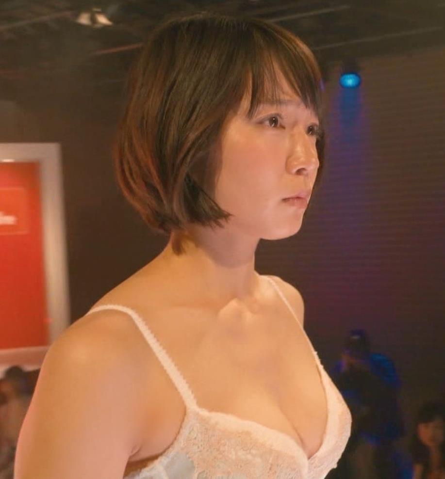 吉岡里帆 (エロドラマ) ブラジャー姿でおっぱいプルプルしている(GIF動画あり)キャプ・エロ画像10