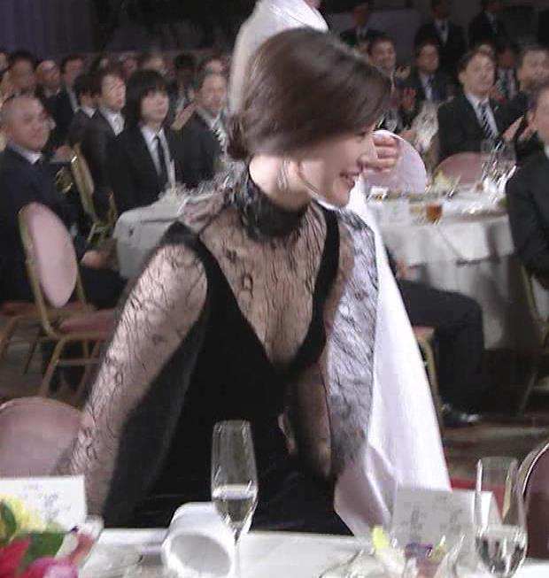 胸の谷間透けドレスキャプ・エロ画像