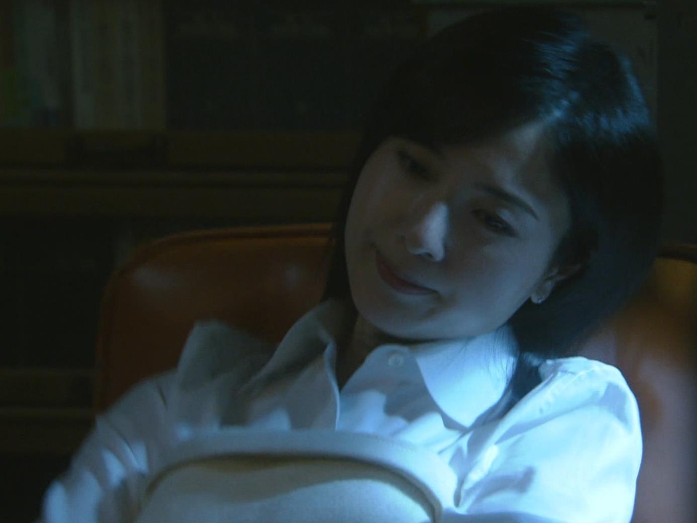 吉高由里子 おっぱいがエロい寝方と濃厚キスシーンキャプ・エロ画像4