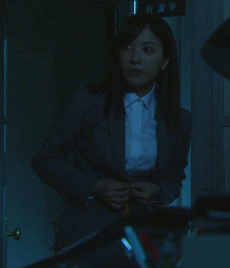 吉高由里子 おっぱいがエロい寝方と濃厚キスシーンキャプ・エロ画像5