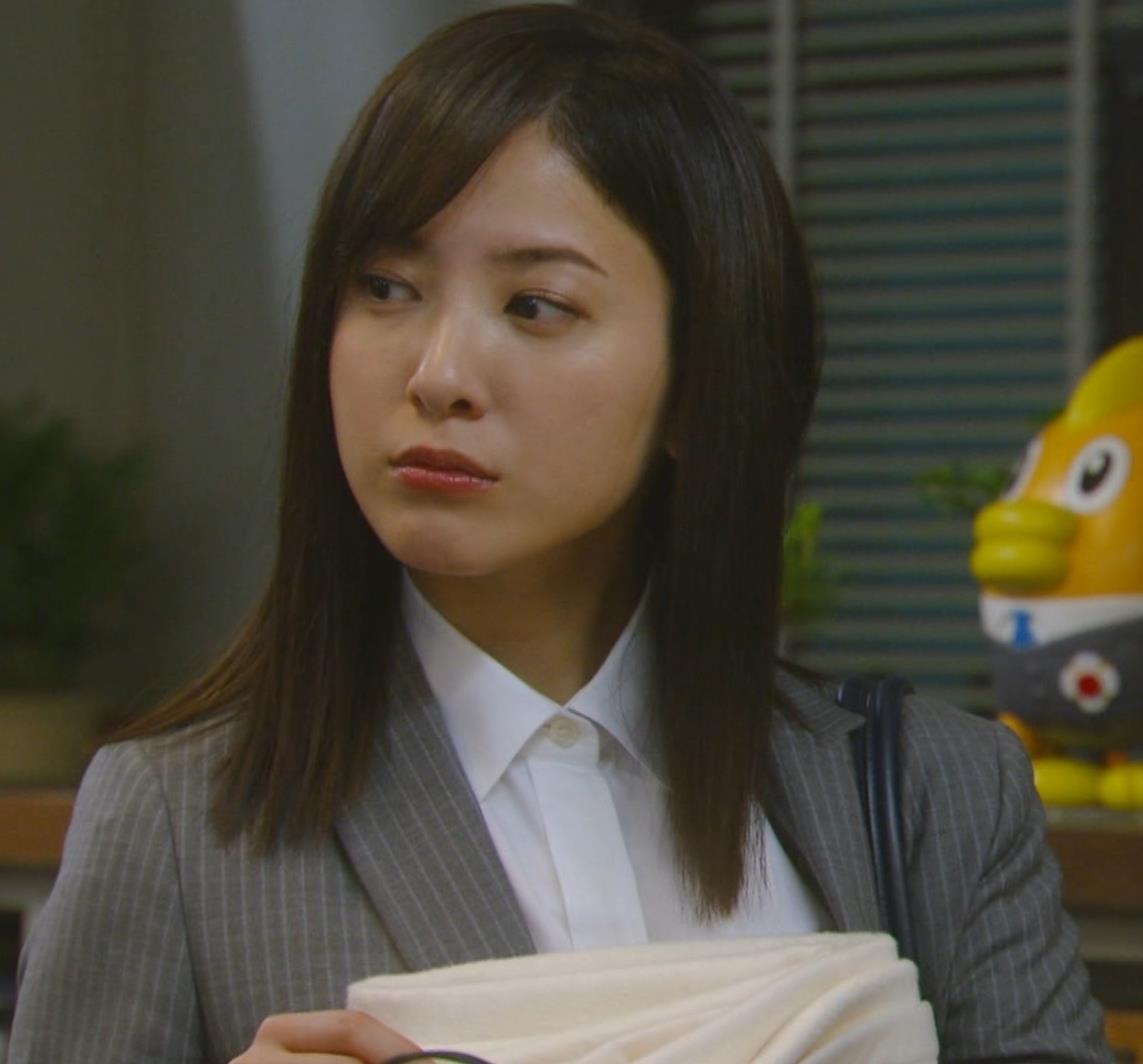 吉高由里子 おっぱいがエロい寝方と濃厚キスシーンキャプ・エロ画像6