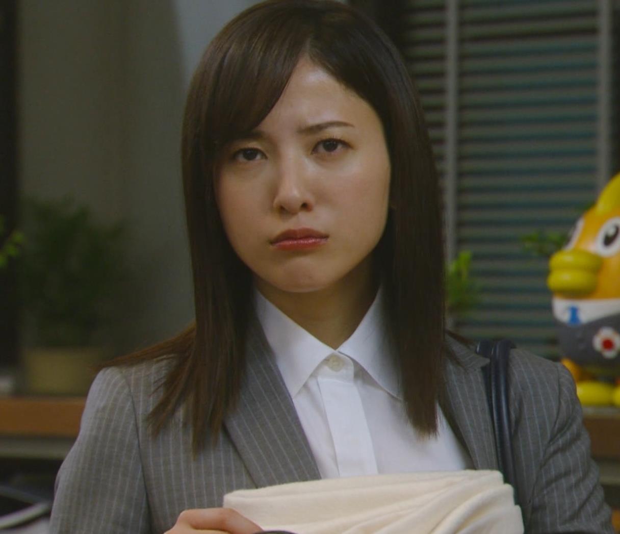 吉高由里子 おっぱいがエロい寝方と濃厚キスシーンキャプ・エロ画像7